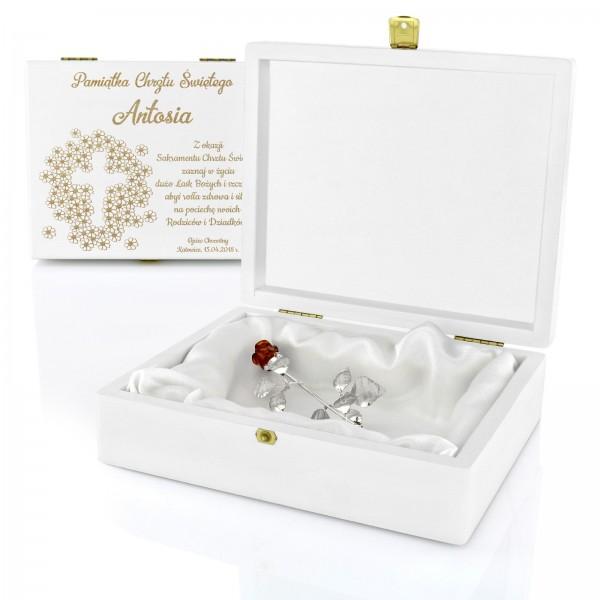 wieczna róża w pudełku z grawerem dedykacji na prezent na chrzest