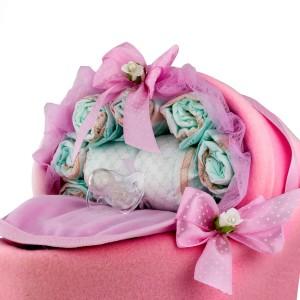 tort z pampersów dla dziewczynki na prezent