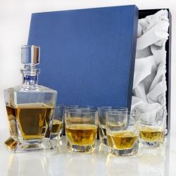 karafka ze szklankami z ozdobnym etui