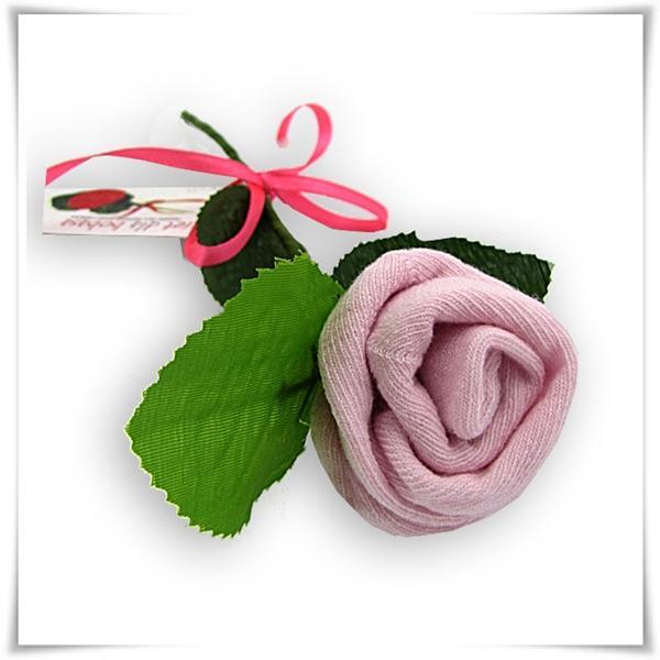 różowa skarpetka róża