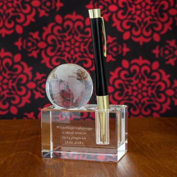 globus szklany ze stojakiem na długopis i grawerem