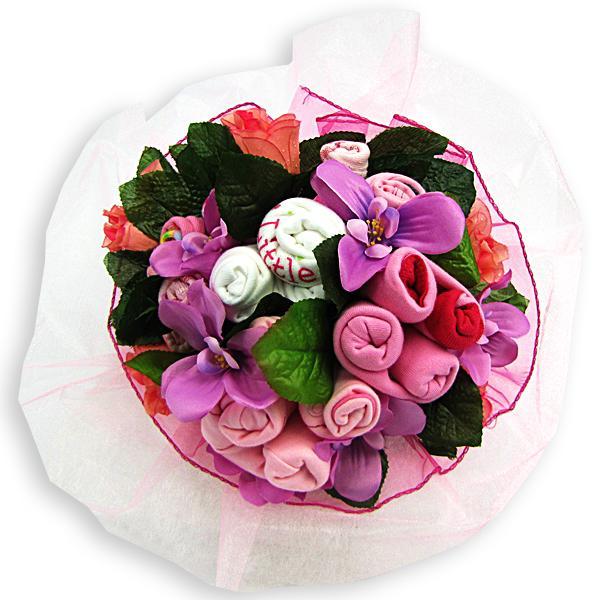 różowy bukiet z ciuszków dla niemowlęcia