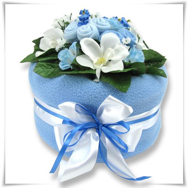 Tort niebieski z pampersów na chrzest