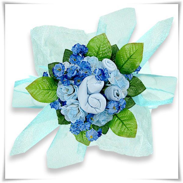 prezent na chrzest niebieski bukiet z ubranek
