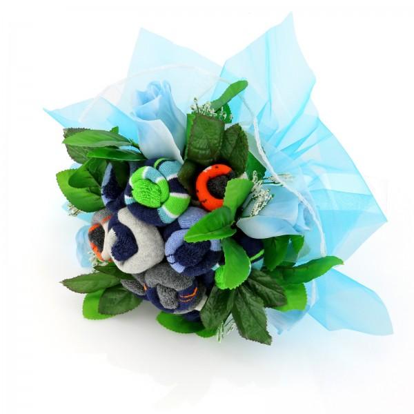 niebieski bukiet ze skarpetek na prezent na narodziny dziecka