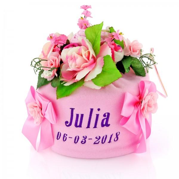 tort z pampersów z haftem na prezent dla dziewczynki