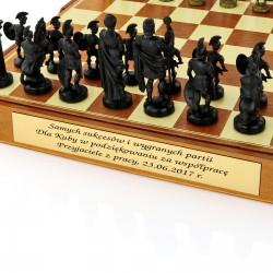 eleganckie szachy z grawerem