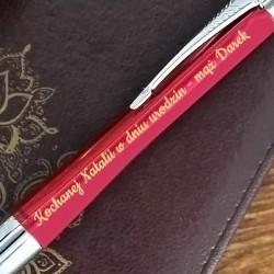 grawerowany długopis z dedykacją dla niej