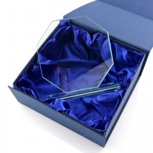 szklana statuetka na prezent