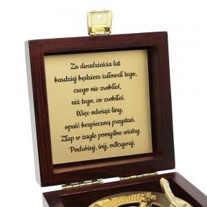 kompas z grawerem na prezent