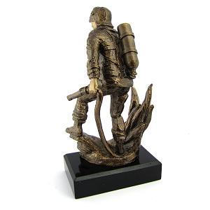 Grawerowana statuetka