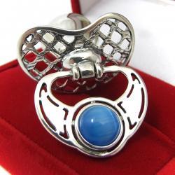 Smoczek z niebieskim kamieniem