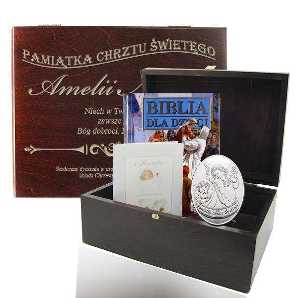 zestaw upominkowy w drewnianym pudełku na chrzest dla dziewczynki