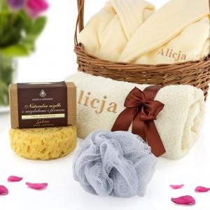 zestaw mydło myjka szlafrok z haftem oraz ręcznik na prezent