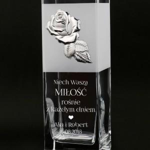 pomysł na prezent z okazji ślubu szklany wazon z grawerem