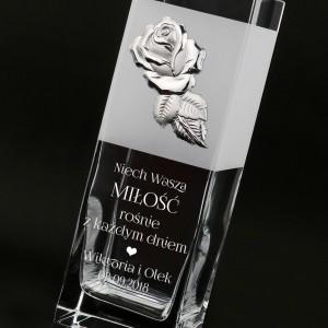 szklany wazon z personalizacją na prezent ślubny
