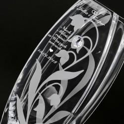 szklany wazon z grawerem życzeń na prezent dla młodej pary