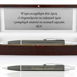 grawerowany długopis w etui z dedykacją na prezent dla niej