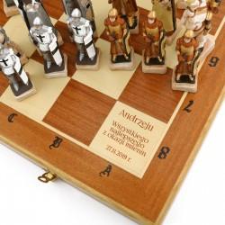 ekskluzywne szachy z grawerem na prezent
