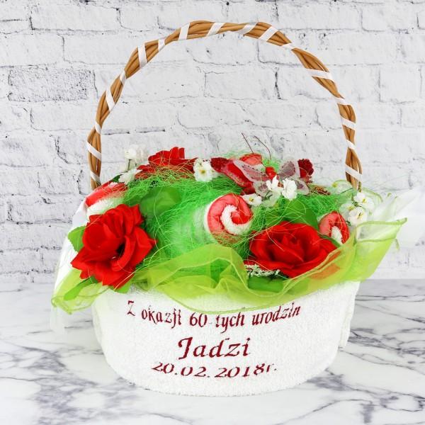 kosz z ręczników z kwiatami na prezent z haftem