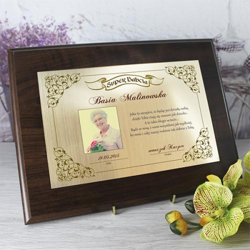 Certyfikat w drewnie z dedykacją i zdjęciem - prezent dla babci
