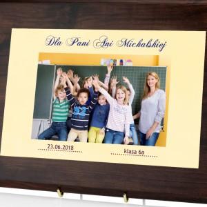 drewniany certyfikat z personalizacją na prezent dla nauczycielki
