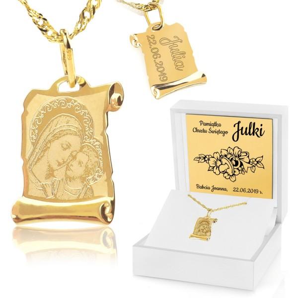 złoty medalik z grawerem w pudełku na prezent na chrzciny