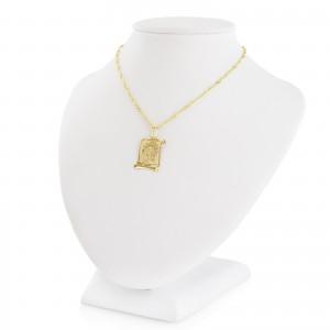 złoty medalik z łańcuszkiem na prezent na chrzciny