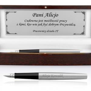 grawerowane pióro w etui d nadrukiem dedykacji na prezent dla szefa na jubileusz firmy
