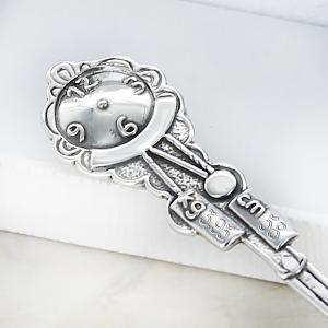 srebrna łyżeczka z zegarem