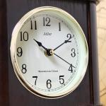 ekskluzywny zegar w drewnianej obudowie
