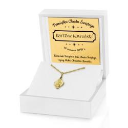 złoty łańcuszek z medalikiem na chrzest w białym pudełku z dedykacją