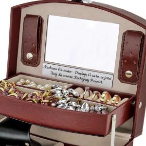 kuferek na biżuterię z grawerem