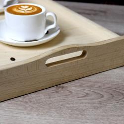 stolik z praktycznym uchwytem