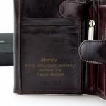 grawerowany portfel męski ze skóry na prezent dla niego