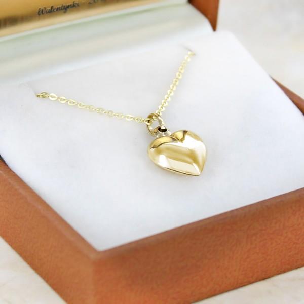 ce098eb4923536 Prezent na Walentynki - grawerowane złote serduszko na łańcuszku