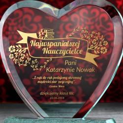 grawerowana statuetka serce z grawerem na prezent dla nauczyciela