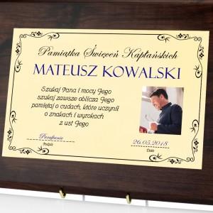 prezent z okazji prymicji personalizowany certyfikat ze zdjęciem