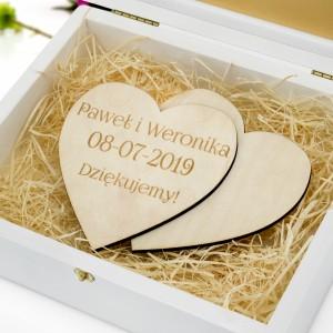 serca z grawerem w drewnianym pudełku na podziękowania dla rodziców