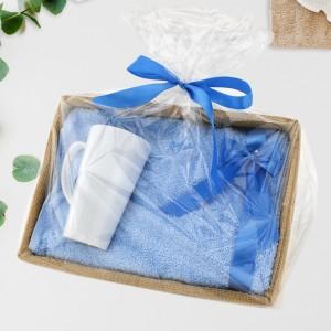 zestaw prezentowy w celofanie kubek z nadrukiem i ręcznik z haftem