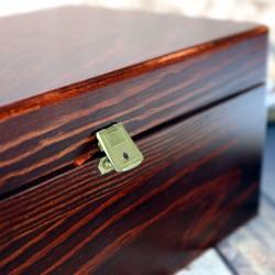 karafka w pudełku na prezent dla nowożeńców