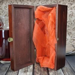 karafka w skrzynce z grawerem na prezent ślubny