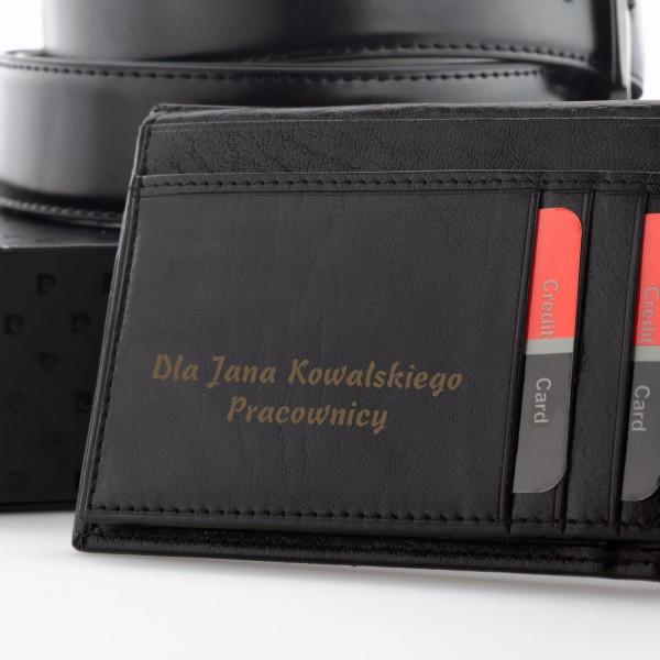 ca4a7048b06c1 Czarny pasek i portfel Pierre Cardin w zestawie na prezent z personalizacją