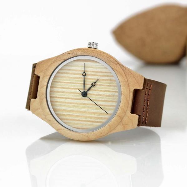 zegarek z drewna bambusowego na prezent z grawerem