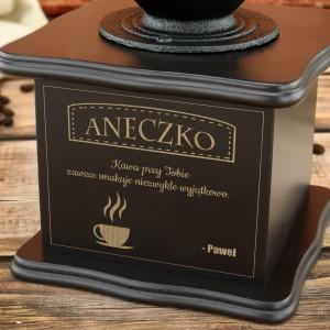 grawerowana dedykacja na młynku do kawy