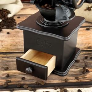 młynek do kawy drewniany na pomysł na prezent