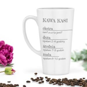 Śmieszny wysoki kubek na kawę z nadrukiem imienia to znakomity pomysł na prezent.
