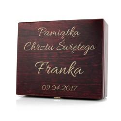 pudełko z grawerem dedykacji na prezent na chrzest