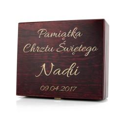 drewniana szkatułka z grawerem dedykacji na chrzest