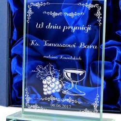 statuetka szklana dla księdza z personalizacją